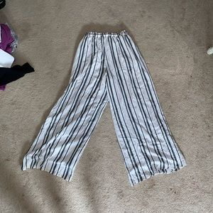 American Eagle Outfitters Pants & Jumpsuits - Striped flowy wide leg pants.